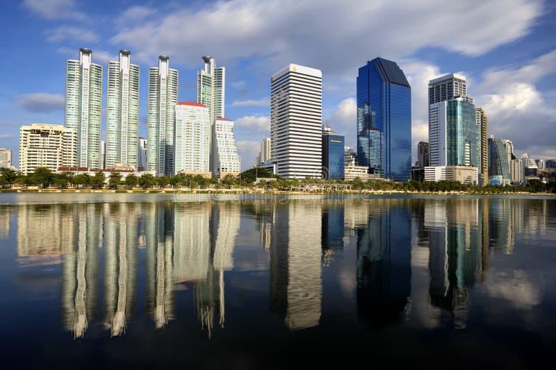 Ciudad de la ciudad de Bangkok y el parque del agua fotografía de archivo