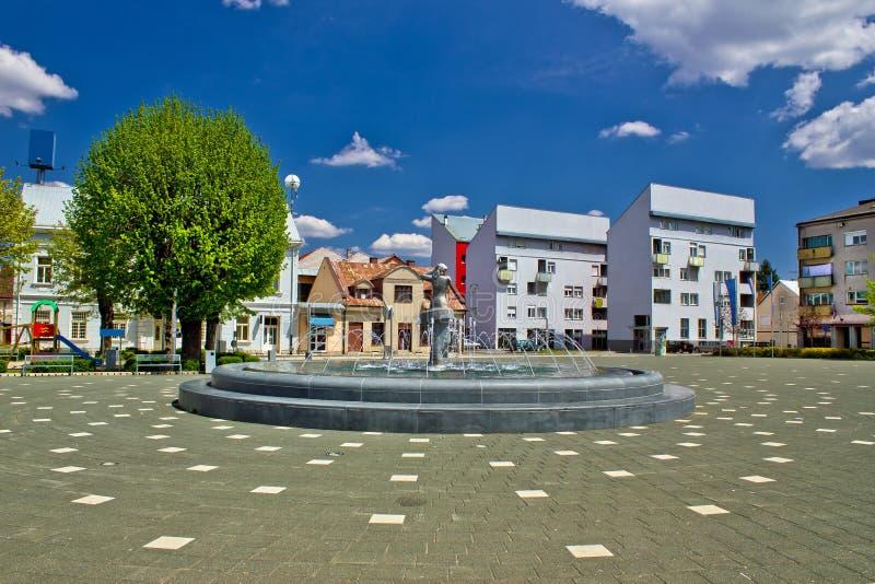 Ciudad de la fuente del cuadrado de Gospic fotos de archivo