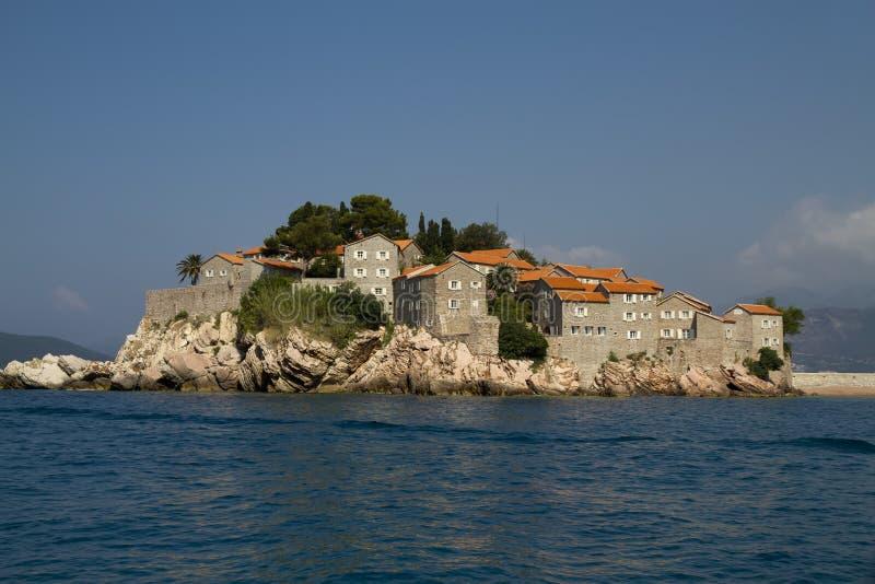 Ciudad de la isla de Sveti Stefan imagen de archivo