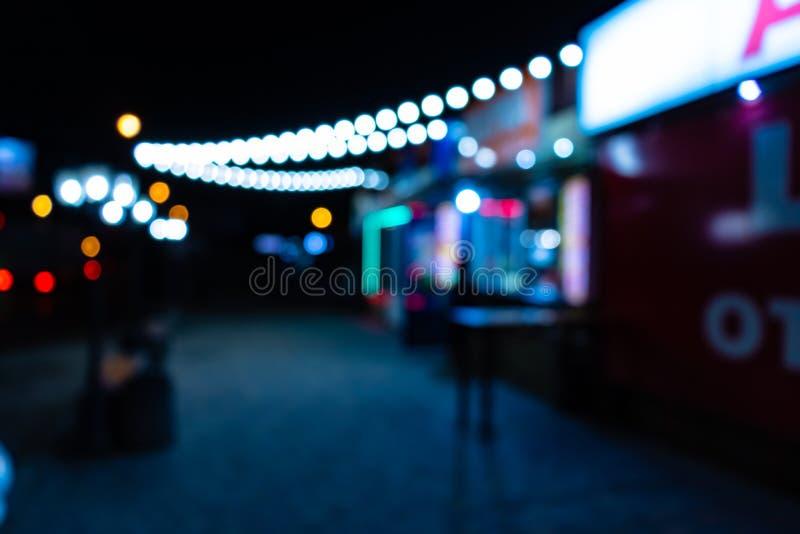 Ciudad de la noche con las linternas imágenes de archivo libres de regalías