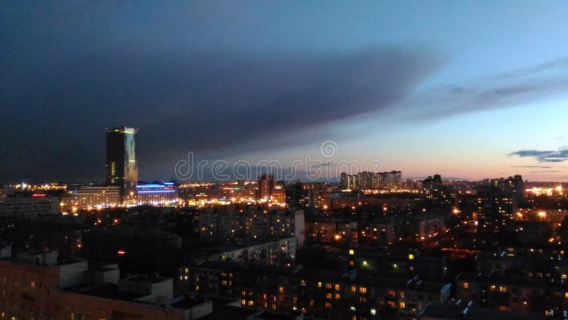 Ciudad de la noche del rascacielos fotografía de archivo libre de regalías