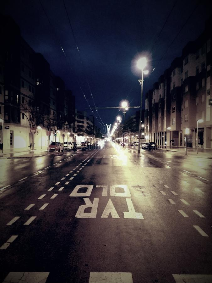 Ciudad de la noche en primavera foto de archivo libre de regalías