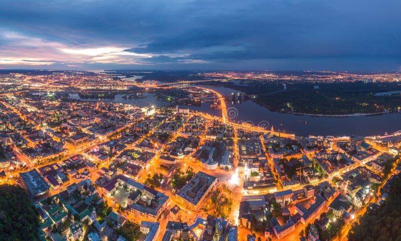 Ciudad de la noche de Kiev, Ucrania Visi?n a?rea panor?mica fotografía de archivo libre de regalías