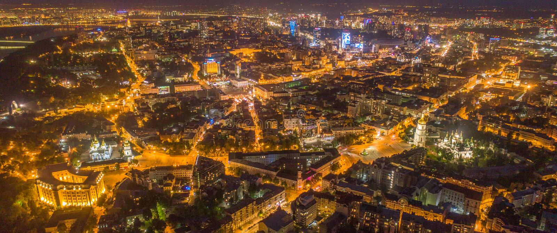 Ciudad de la noche de Kiev, Ucrania Visi?n a?rea panor?mica imágenes de archivo libres de regalías