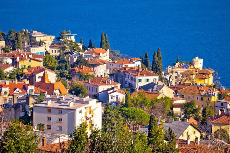 Ciudad de la opinión aérea de la costa de Opatija imagen de archivo