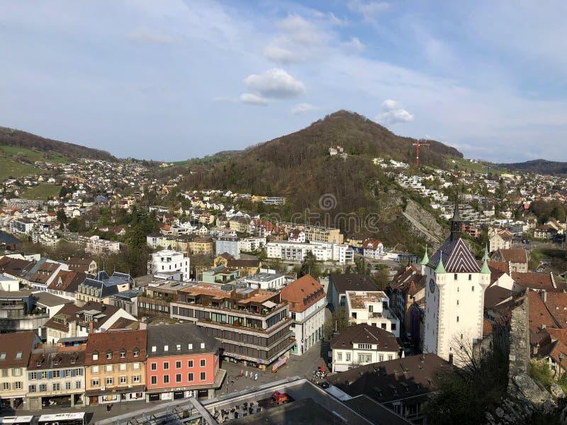 Ciudad de la opinión de Baden o de Stadt Baden de las ruinas de Stein Castle fotografía de archivo