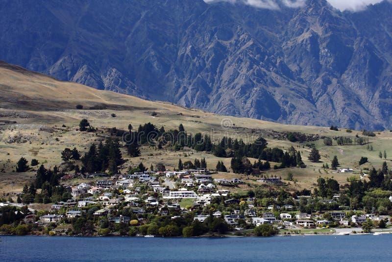 Ciudad de la orilla del lago fotografía de archivo