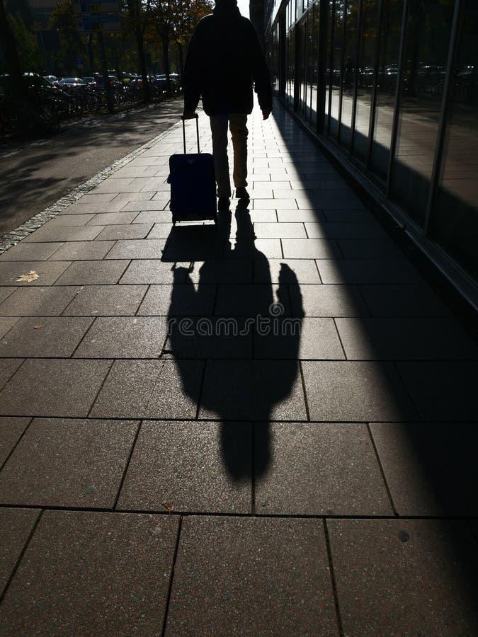 Ciudad de la sombra de la persona foto de archivo