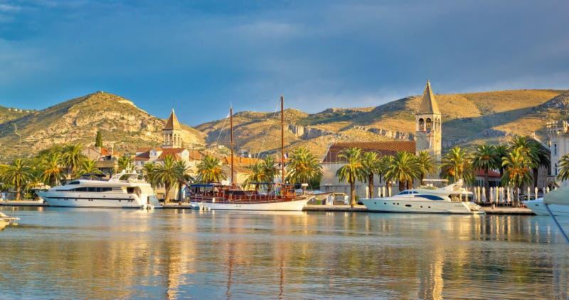 Ciudad de la UNESCO del horizonte de Trogir fotografía de archivo libre de regalías