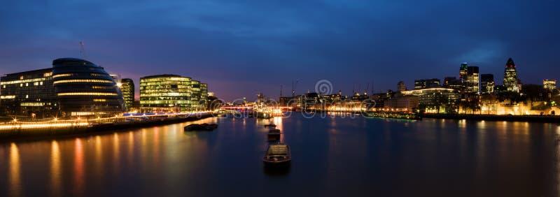 Ciudad De Londres En La Noche Fotos de archivo