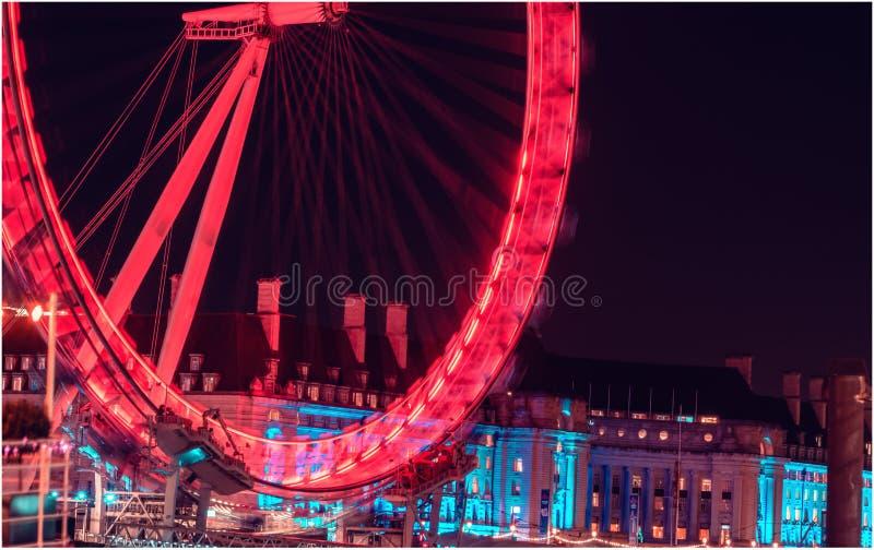 Ciudad de Londres en noche con tráfico ocupado imágenes de archivo libres de regalías