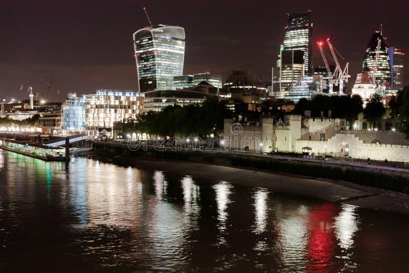 Download Ciudad De Londres Por Noche Del Puente De La Torre Imagen de archivo editorial - Imagen de iluminado, torre: 44853399