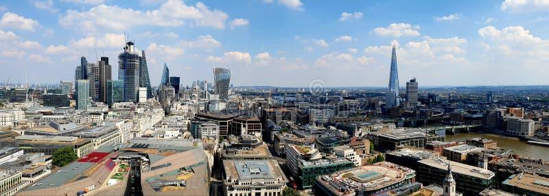 Ciudad de Londres vista de St Pauls Cathedral imagen de archivo libre de regalías