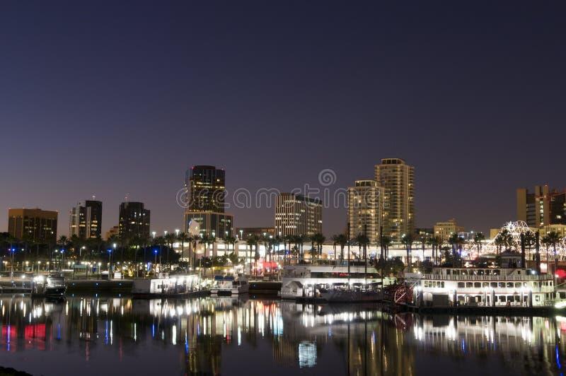 Ciudad de Long Beach en la noche imágenes de archivo libres de regalías