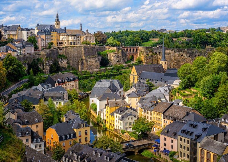Ciudad de Luxemburgo, vista de la ciudad vieja y Grund fotos de archivo