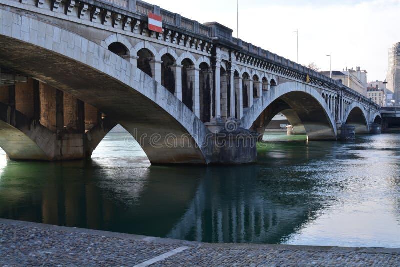 Ciudad de Lyon, de los puentes y del río Rhone fotografía de archivo