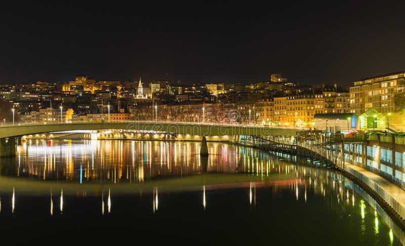 Ciudad de Lyon por noche foto de archivo libre de regalías