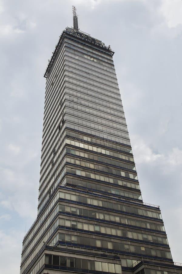 CIUDAD DE MÉXICO - MÉXICO: NOVIEMBRE DE 2016: El lationamericana del torre es un icono famoso de la ciudad de México Tiene un res imagenes de archivo