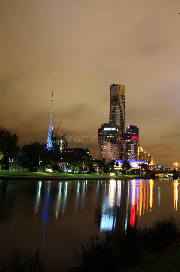 Ciudad de Melbourne en la noche fotos de archivo libres de regalías