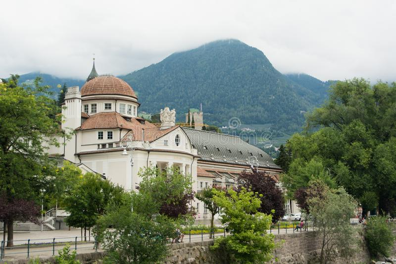 Ciudad de Merano en Italia, el Tyrol del sur fotografía de archivo