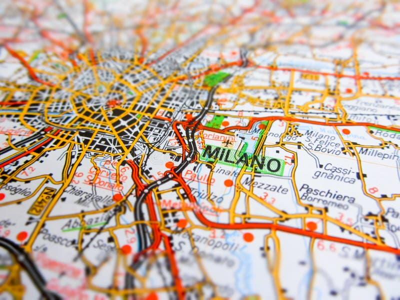 Ciudad de Milano sobre un mapa de camino ITALIA fotografía de archivo