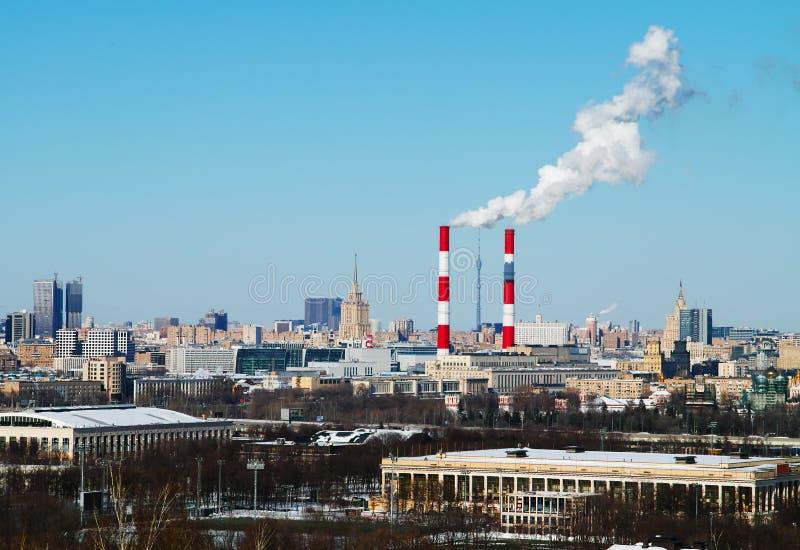 Ciudad de Moscú cerca del contexto complejo olímpico de Luzhniki fotos de archivo libres de regalías