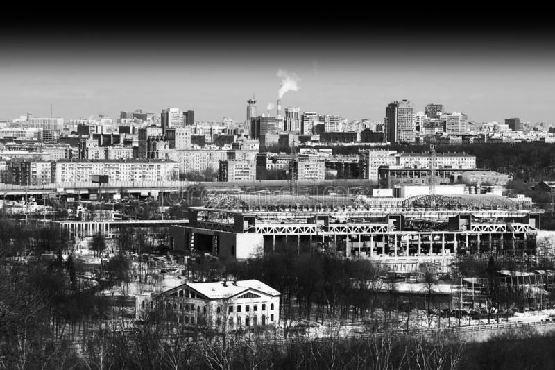Ciudad de Moscú cerca del contexto complejo olímpico de Luzhniki foto de archivo
