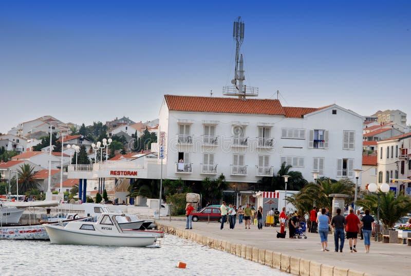 Ciudad de Novalja en la isla Pag en Dalmacia, Croacia imagenes de archivo