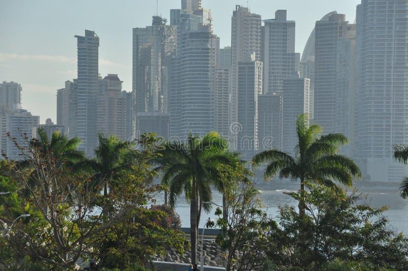 Ciudad de Panamá con los altos rascacielos y puerto en la Costa del Pacífico foto de archivo libre de regalías