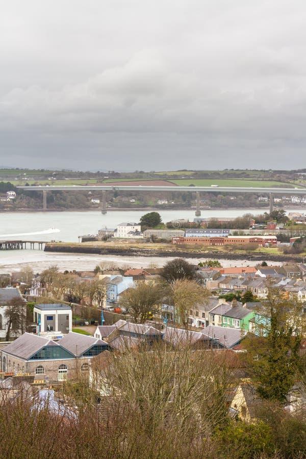 Ciudad de Pembroke Dock del top de la colina, invierno, retrato imagen de archivo libre de regalías