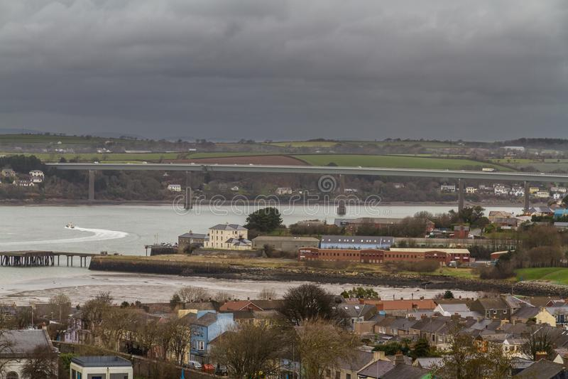 Ciudad de Pembroke Dock del top de la colina, paisaje fotografía de archivo libre de regalías
