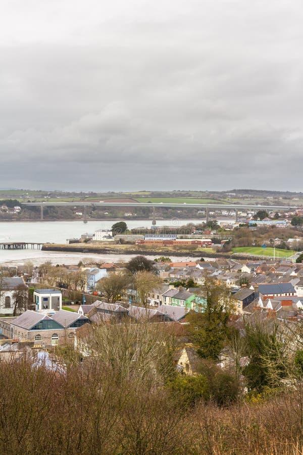 Ciudad de Pembroke Dock del top de la colina, retrato fotos de archivo libres de regalías