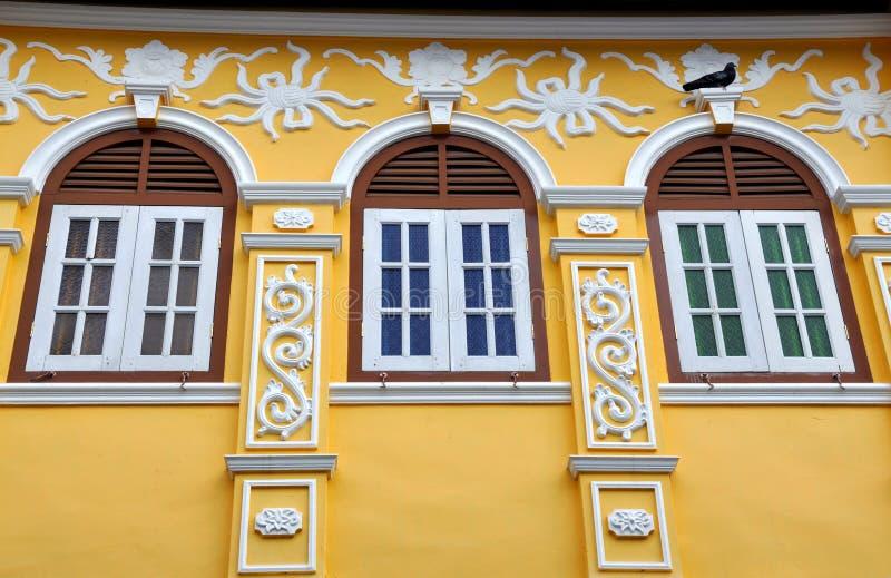 Ciudad de Phuket, Tailandia: Casa restablecida del departamento del chino fotos de archivo