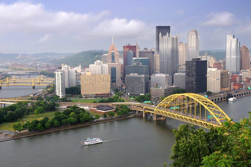 Ciudad de Pittsburgh durante última hora de la tarde imagen de archivo