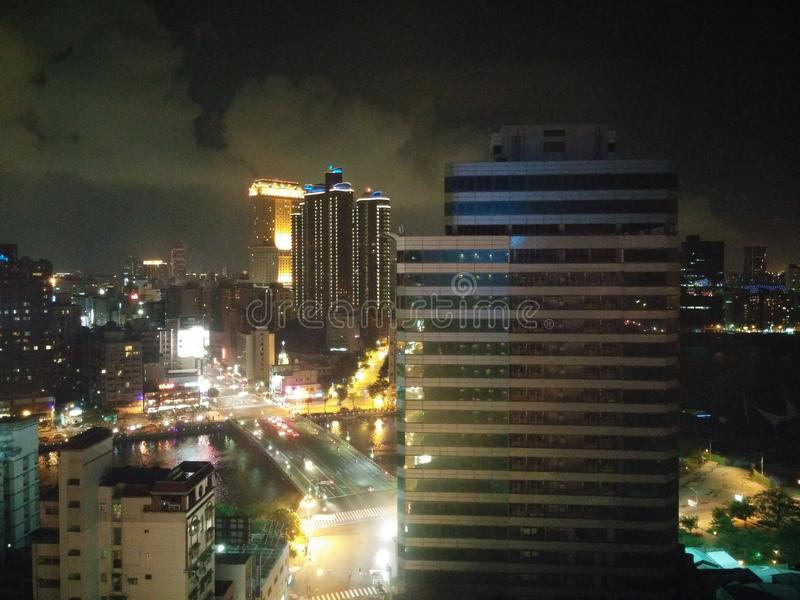 Ciudad de puerto de Gaoxiong de las buenas noches foto de archivo libre de regalías