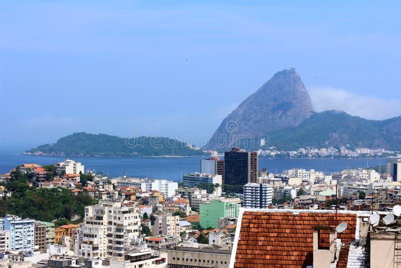 Ciudad de Rio de Janeiro con urbanism y la naturaleza fotografía de archivo libre de regalías