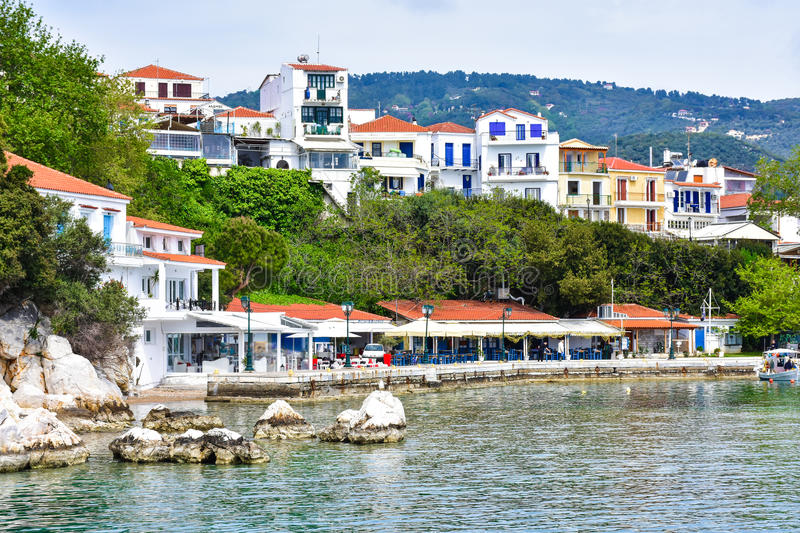 Ciudad de Skiathos en la isla de Skyathos, Grecia foto de archivo libre de regalías