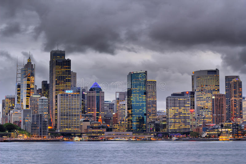 Ciudad de Sydney en el amanecer foto de archivo