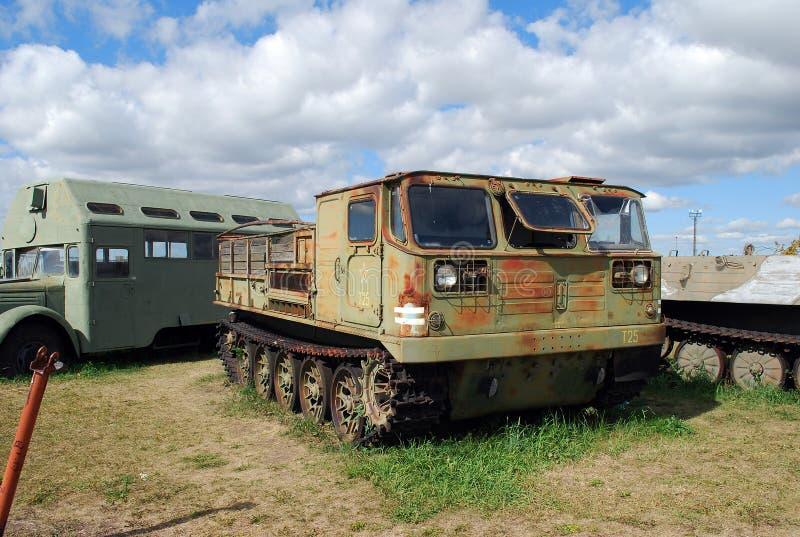 Ciudad de Togliatti Museo técnico de K g sakharov Objeto expuesto del tractor de alta velocidad de la artillería de la oruga del  fotos de archivo libres de regalías