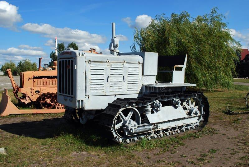 Ciudad de Togliatti Museo técnico de K g sakharov Objeto expuesto del tractor de Cheliábinsk Stalinets del soviet del museo de 19 fotografía de archivo libre de regalías