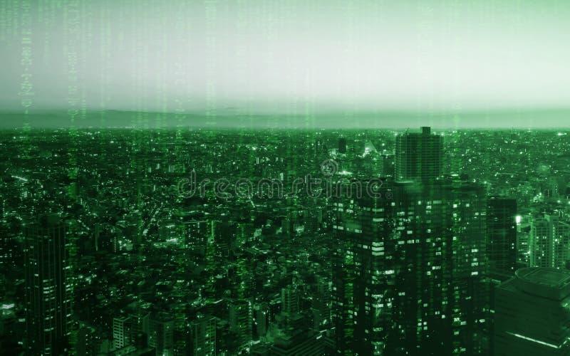 Ciudad de Tokio del edificio ligero con la textura de la codificación del ordenador para la tecnología fotos de archivo libres de regalías