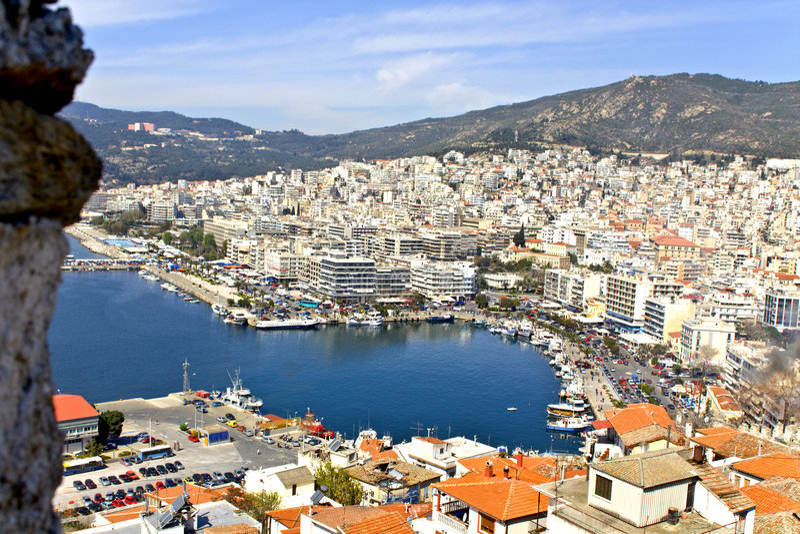 Ciudad de vacaciones de Kavala en Grecia foto de archivo libre de regalías