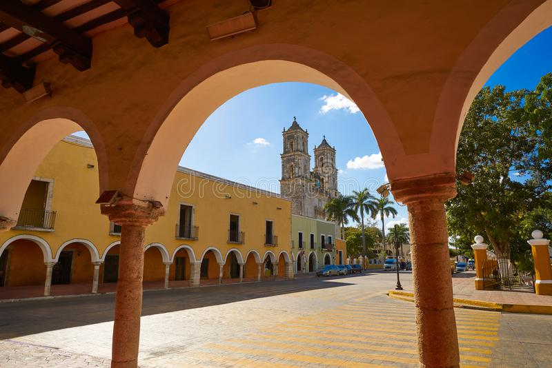 Ciudad de Valladolid de Yucatán México imagenes de archivo