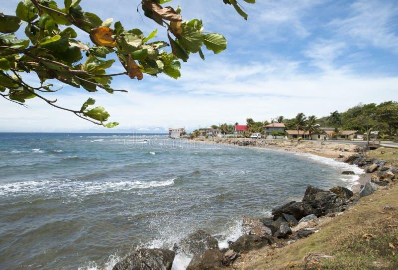Ciudad del agujero de Coxen de la isla de Roatan imagen de archivo