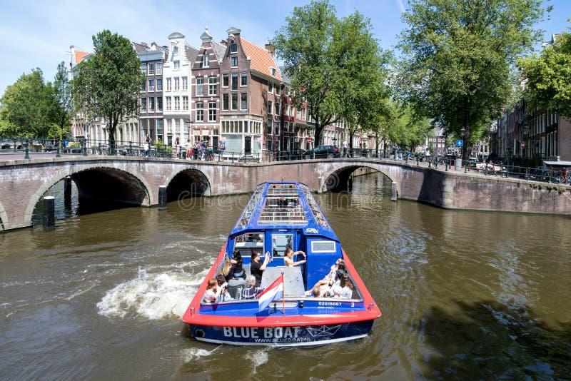 CIUDAD del barco de canal de Amsterdam DE AMSTERDAM foto de archivo