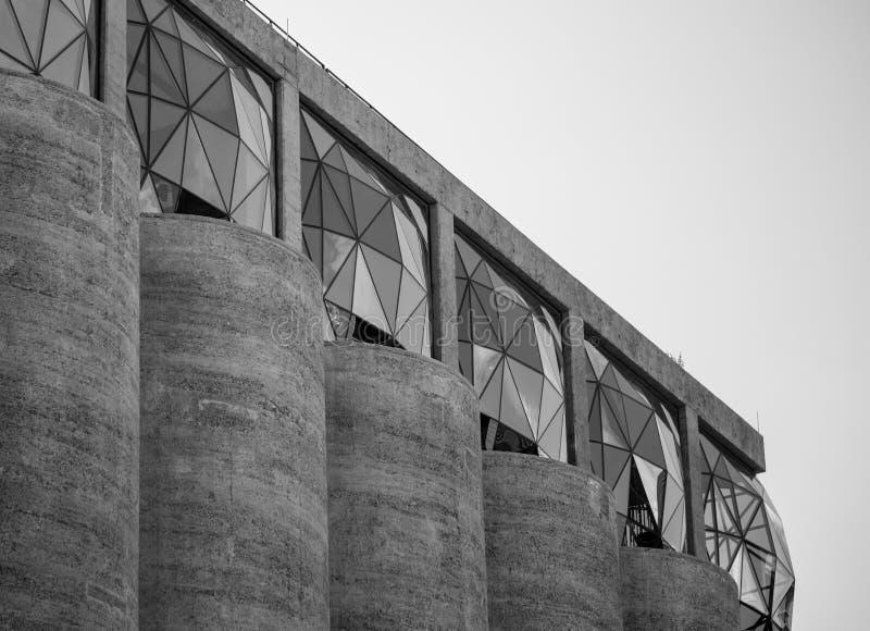 Ciudad del Cabo, Sur?frica Ci?rrese para arriba del exterior del museo de Zeitz Mocaa de Art Africa contempor?neo foto de archivo
