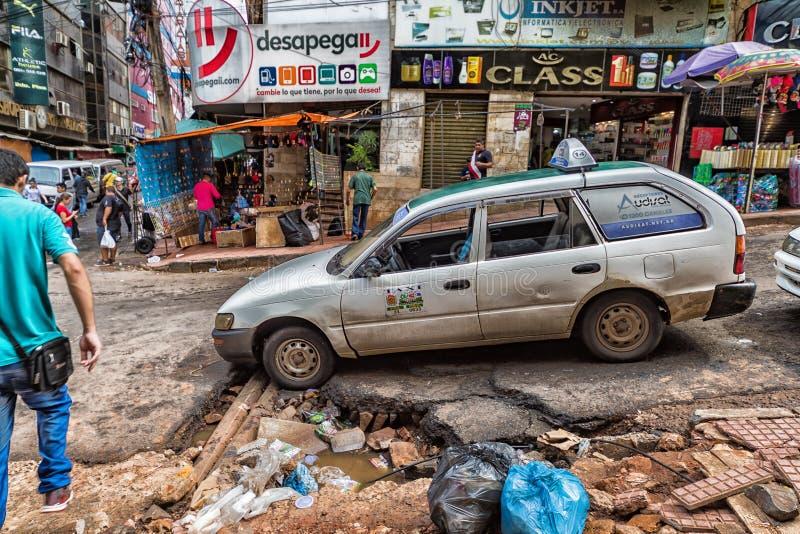Ciudad del Este é uma cidade no leste de Parguay na beira com o Brasil em que o comércio é operado predominantemente imagem de stock royalty free