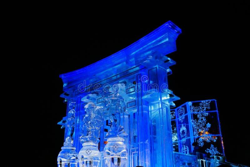 Ciudad del hielo del Año Nuevo en la noche fotos de archivo