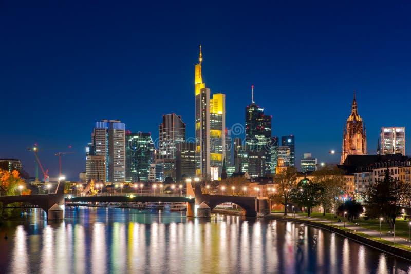 Ciudad del horizonte de Frankfurt-am-Main en la noche, Francfort, Alemania imagen de archivo