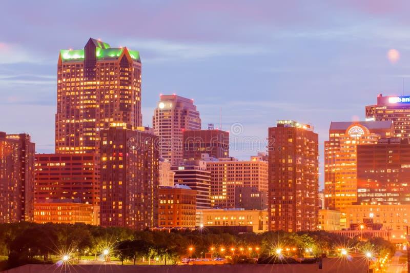 Ciudad del horizonte de St Louis Imagen de St. Louis céntrica con la puerta fotografía de archivo libre de regalías